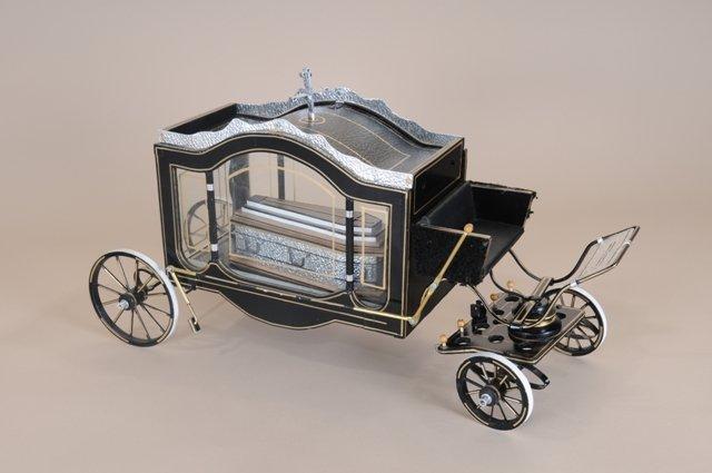 модель похоронной кареты в музее смерти новосибирск