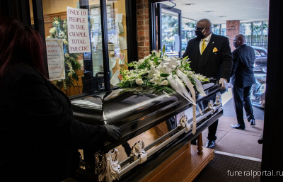 At Leak & Sons Funeral Homes, a South Side institution, 'Our families are saying they won't allow this pandemic to toss their loved one away' - Похоронный портал