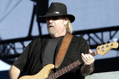 Larry Junstrom, Early Lynyrd Skynyrd Bassist, Dead at 70 - Похоронный портал