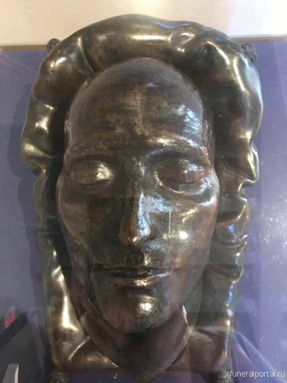 Napoleon's bronze death mask still shrouded in mystery almost 200 years later - Похоронный портал