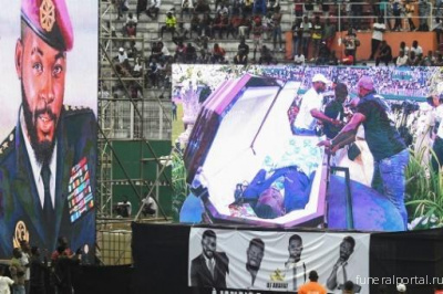 Ivory Coast bids singer DJ Arafat farewell, fans open his coffin - Похоронный портал