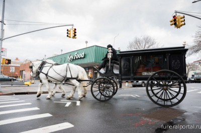 19th-century funeral rolls down Brooklyn streets  - Похоронный портал