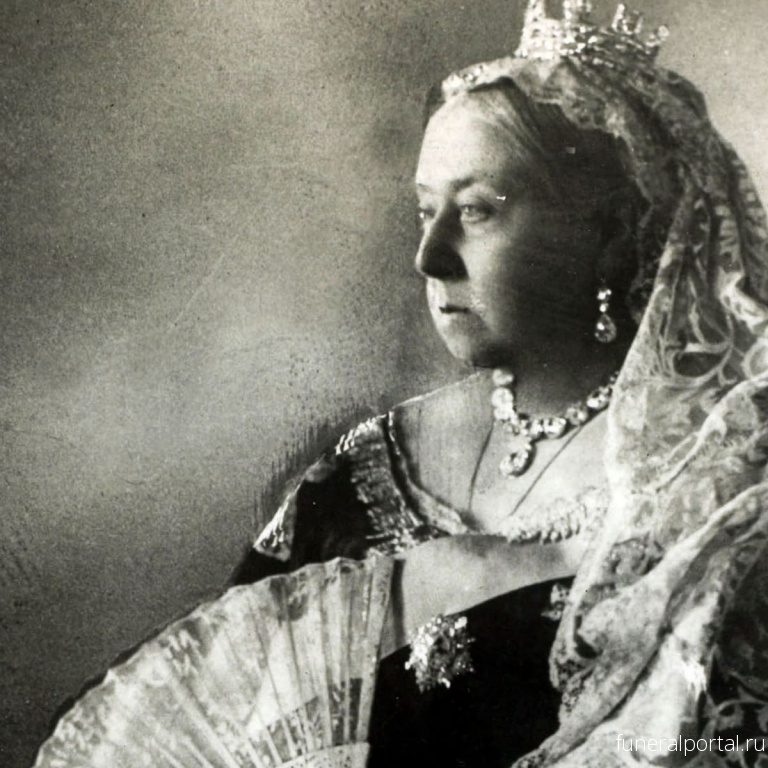 Queen Victoria's mourning brooches could soon be yours... - Похоронный портал
