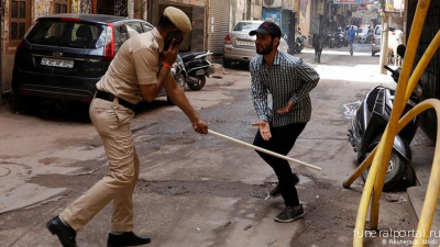India: Police under fire for using violence to enforce coronavirus lockdown - Похоронный портал