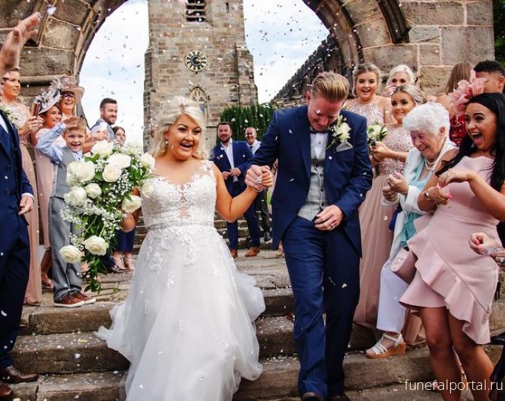 Невеста сделала свадебный маникюр с прахом покойного отца - Похоронный портал