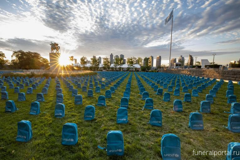 3,758 school backpacks laid at the United Nations show the grave scale of child deaths in conflict in 2018  - Похоронный портал
