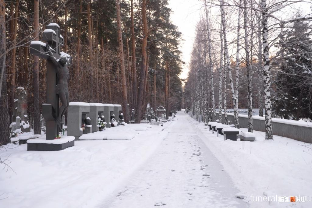 Екатеринбург. Кладбища с историей: где хоронили уральских бандитов, перебивших друг друга в лихие 90-е