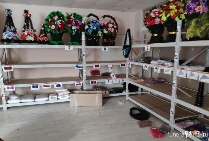Екатеринбург. Воры украли у ритуальной конторы одежду для покойников на 300 000 ₽  - Похоронный портал