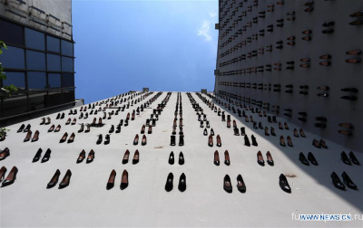 High-heel black shoes installed to draw attention to equal number of women murders in Turkey - Похоронный портал