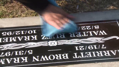 California woman spends her free time in cemeteries restoring headstones - Похоронный портал