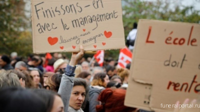 French teachers protest after 'exhausted' colleague's suicide - Похоронный портал