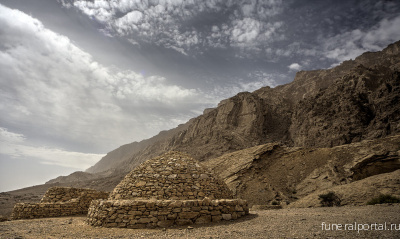 United Arab Emirates. Jebel Hafeet Beehive Tombs - Похоронный портал