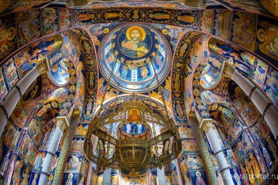 TOPOLA, SERBIA. St. George's Church. The interior of this Serbian royal family's mausoleum is covered with exquisite mosaics. - Похоронный портал